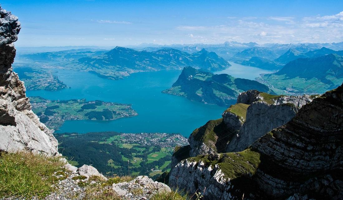 Фирвальдштетское озеро или Люцернское озеро (Vierwaldstättersee) - вид с горы Пилатус